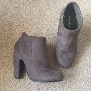 Shoes - Gray sued booties